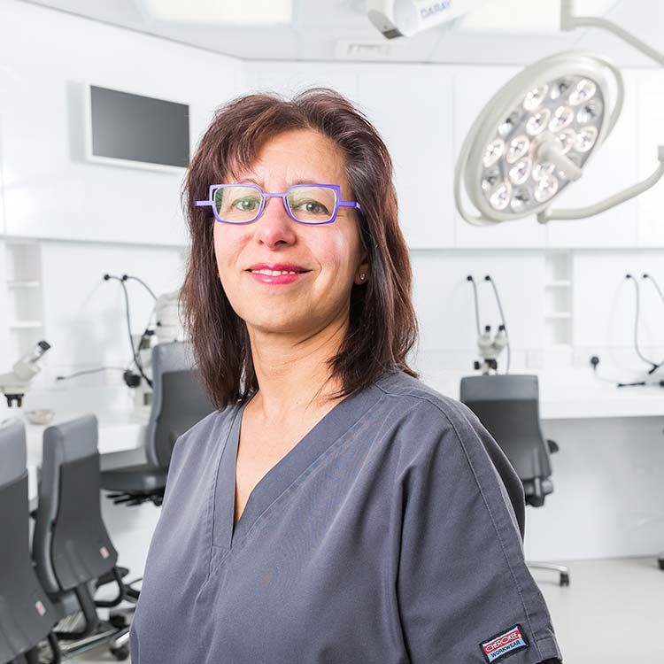 Dr Nilofer Farjo